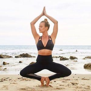 Alo Yoga Show Stopper Bra